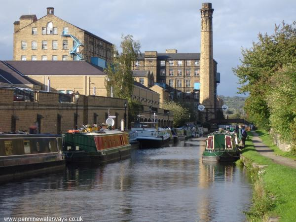Huddersfield Broad Canal looking north