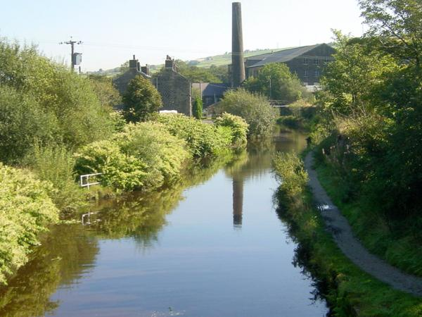 Huddersfield Canal near Cellars Clough