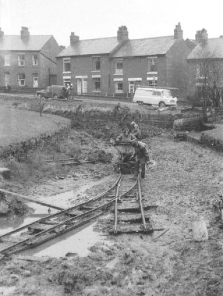 Restoration of Marple Locks. photo: Peter Stockdale