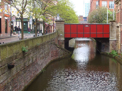 Central landing - old section of towpath under Sackville Street
