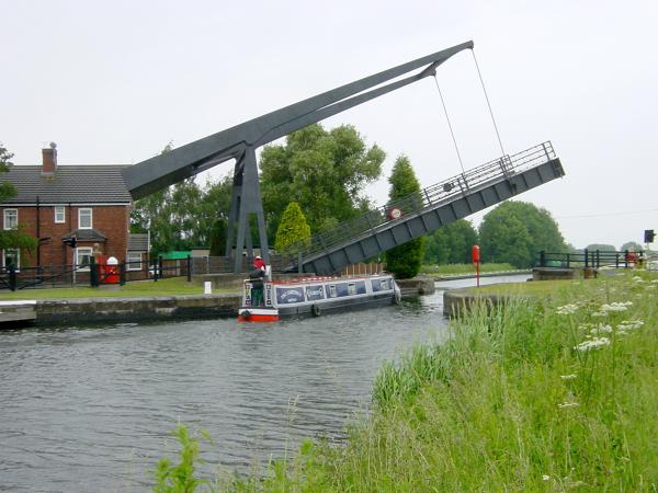 Sykehouse Lift Bridge, New Junction Canal